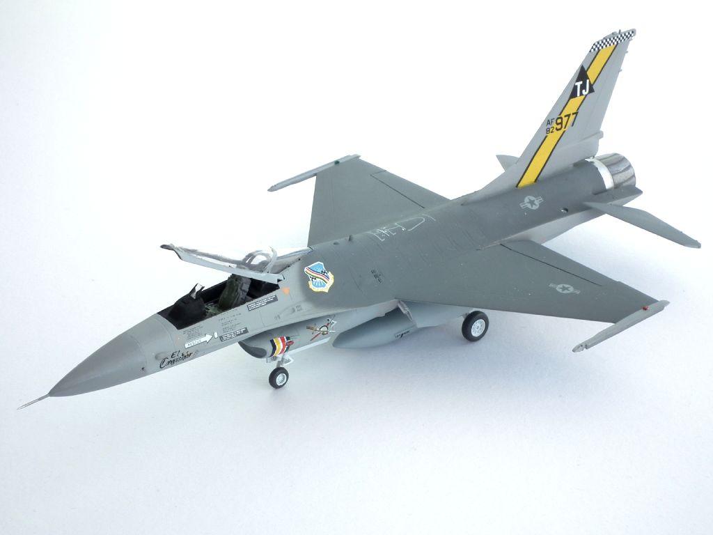 F-16A_82-0977_4001.jpg