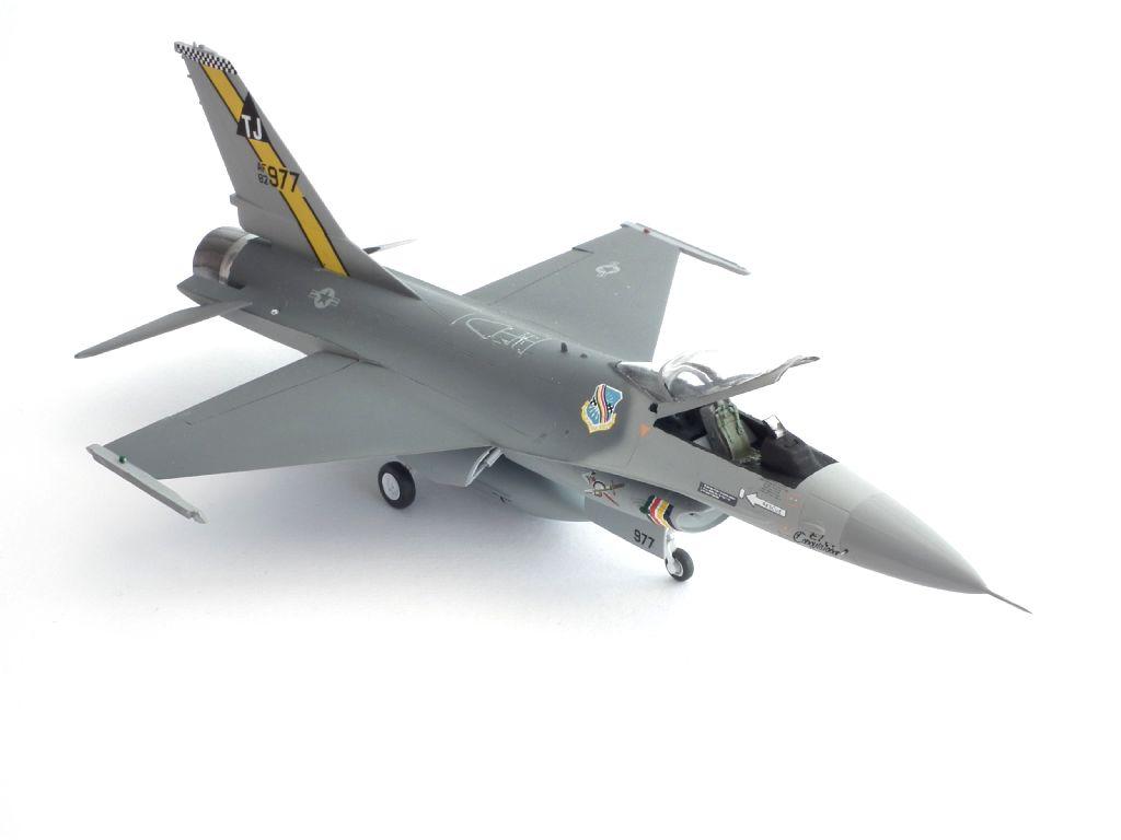 F-16A_82-0977_4002.jpg