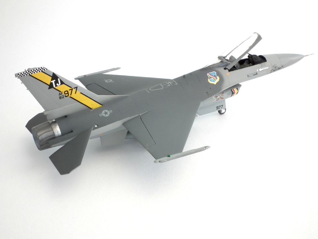 F-16A_82-0977_4004.jpg