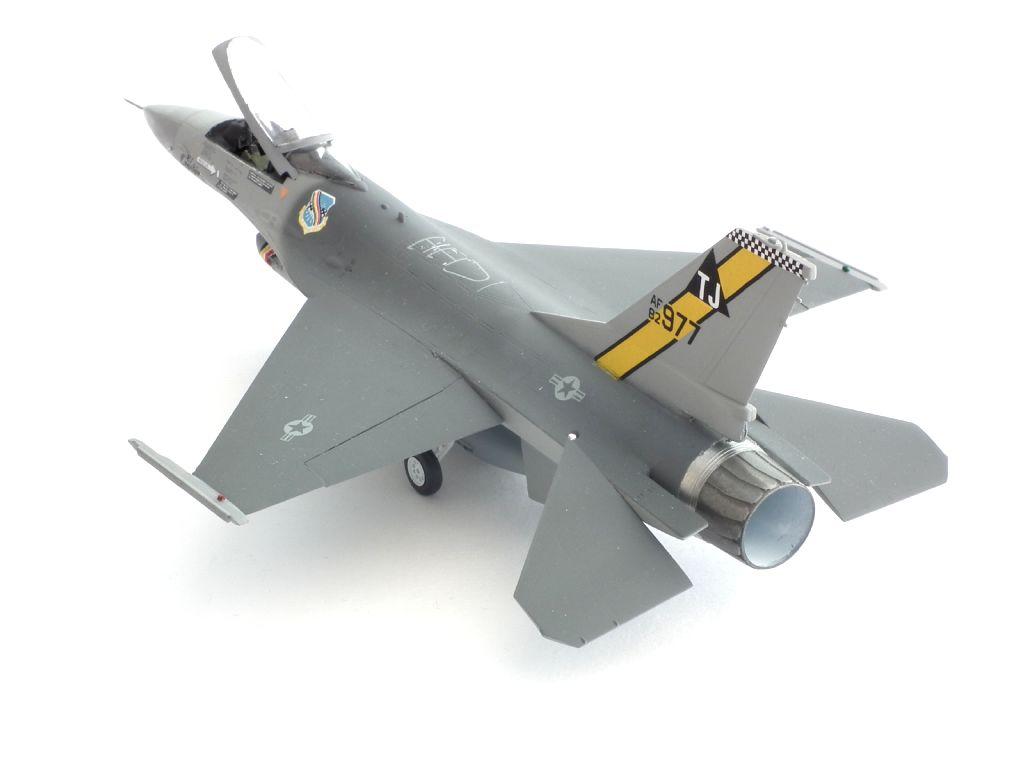 F-16A_82-0977_4006.jpg