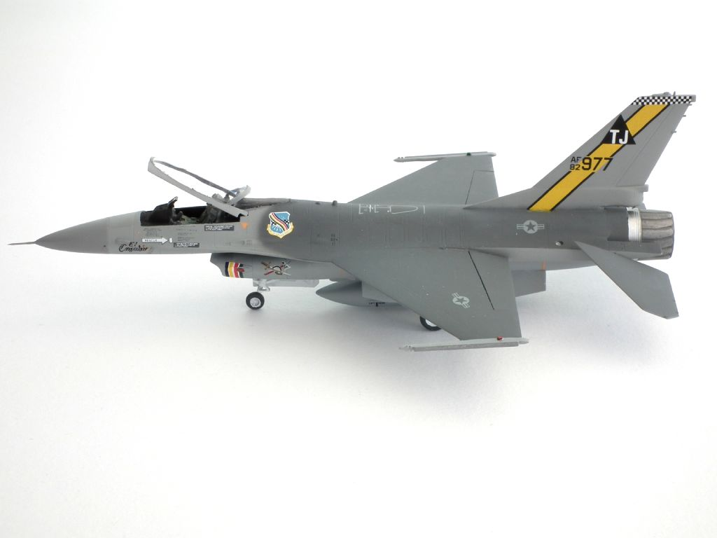 F-16A_82-0977_4007.jpg